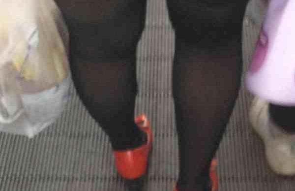 疯狂丝袜做爱故事_老公总喜欢闻我穿过的丝袜,做爱时也要我穿丝袜,你们的老公也这样吗