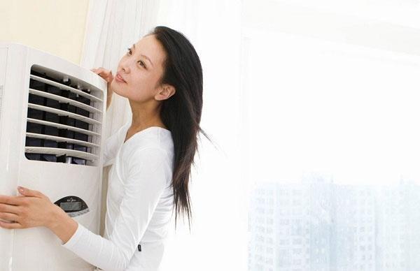 女性夏季吹空调太久当心月经紊乱