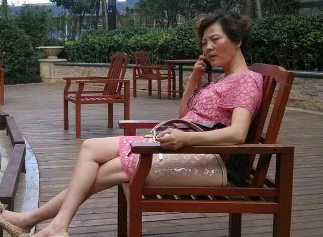 中文字幕老女人热爱_女人为了钱 和你在一起 那天你没钱了 她会离开你吗?
